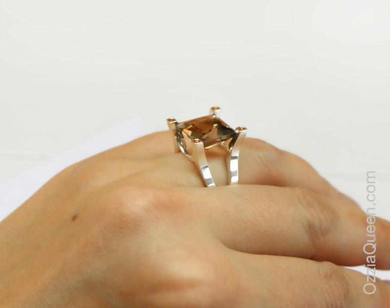 Виктория кольцо из серебра с камнем