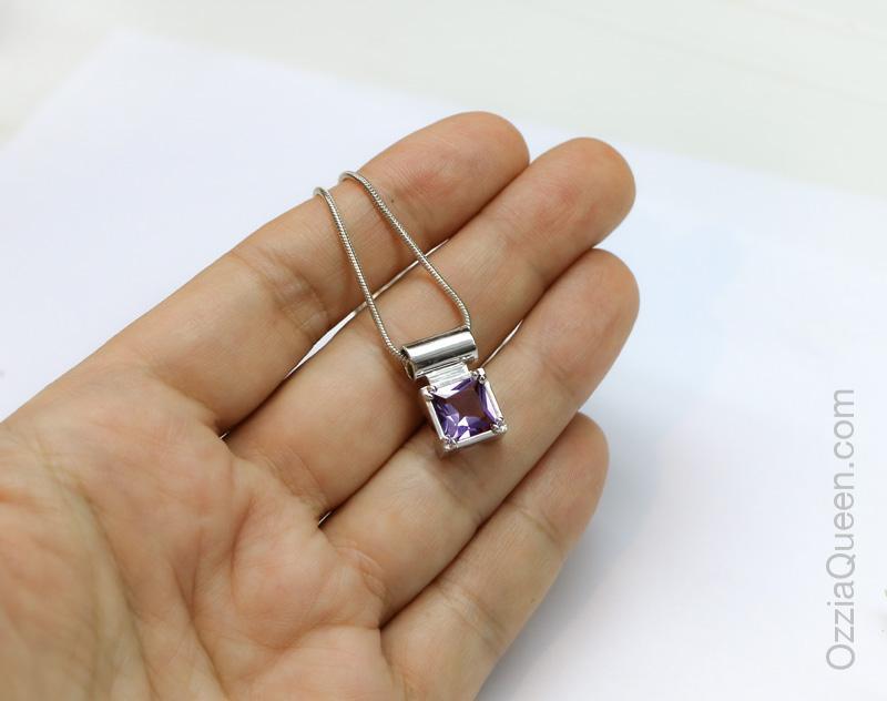 Кулон с фиолетовым камнем