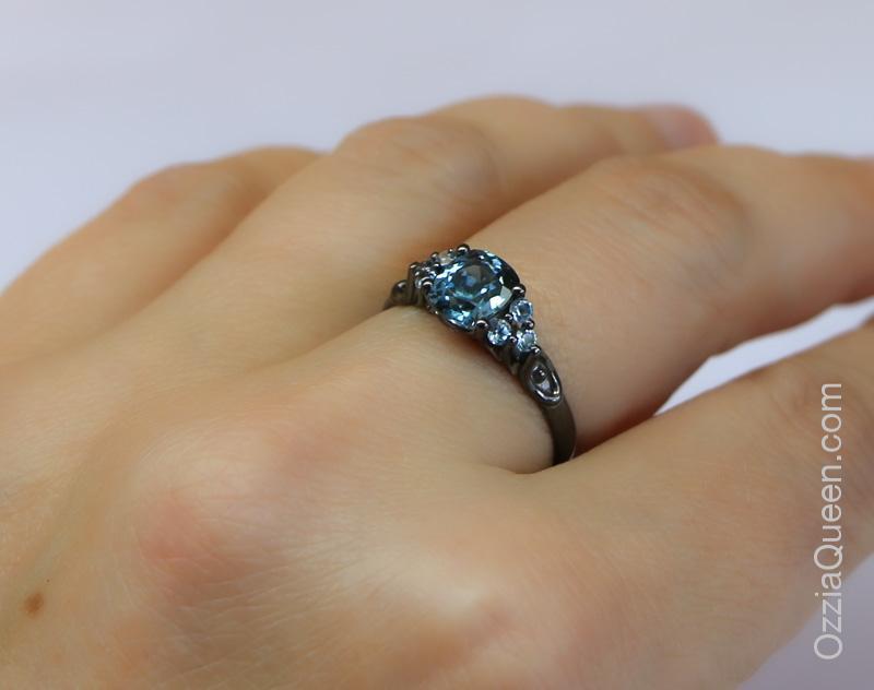 Серебряное кольцо, черный родий, топазы